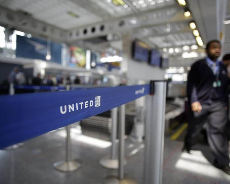 UNITED AIRLINES EMPLOYEE WHO DRAGGED PASSENGER, FILES LAWSUIT