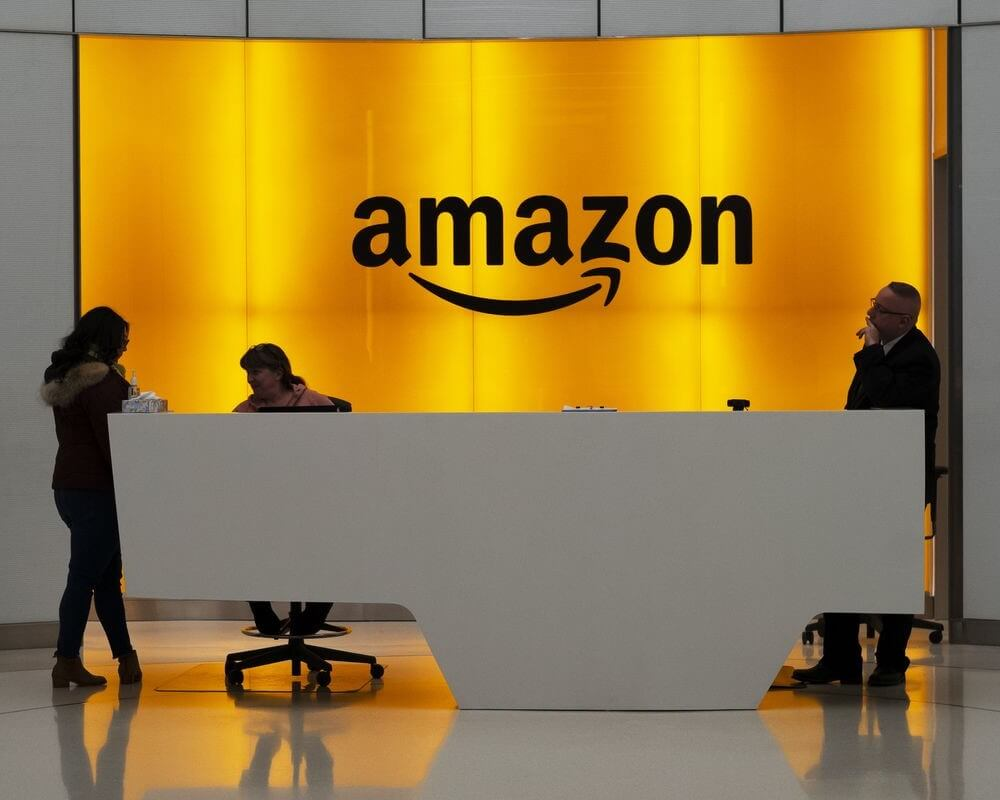 Amazon to recruit 100,000 more workers to keep pace with e-commerce demand!