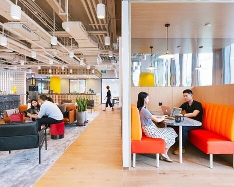 Employees wish for windows and quiet spaces in offices