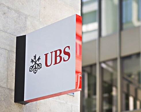 10,000 CORPORATE STAFF AT UBS TO GO UNDER A CHANGE OF BONUS SYSTEM