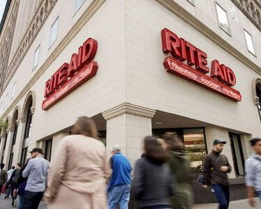 RITE AID CUTS 400 CORPORATE JOBS IN A REVAMP THAT ALSO SHAKES THE EXECUTIVE MANAGEMENT