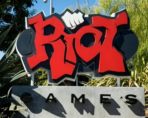 RIOT GAMES UPHOLDS ITS ARBITRATION CLAUSE DESPITE EMPLOYEE PROTEST
