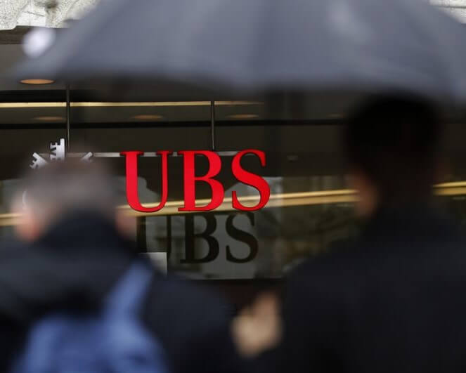 UBS MULLS OVERHAUL: MANY JOBS AT RISK