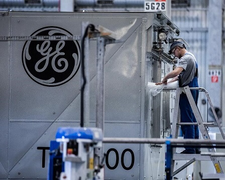 GE FREEZES PENSION PLANS FOR 20,000 U.S EMPLOYEES