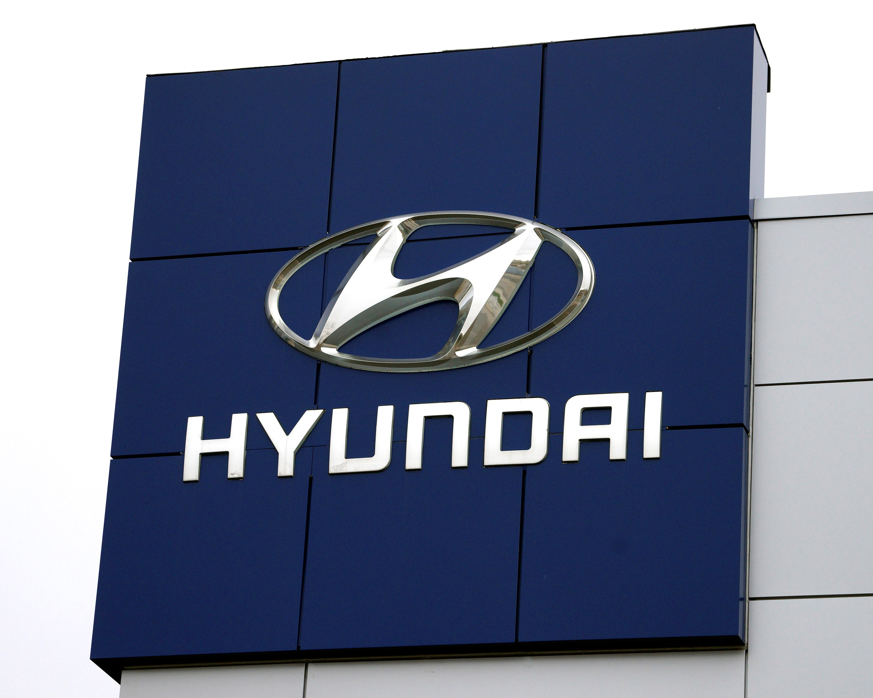 HYUNDAI APPEASES LABOR UNION WITHIN 2 DAYS, WORKERS TO RETURN
